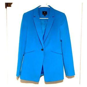 Fitted blue blazer